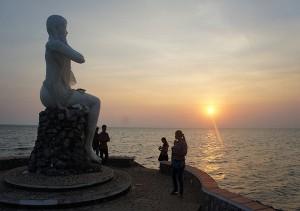Srey Sor's statue
