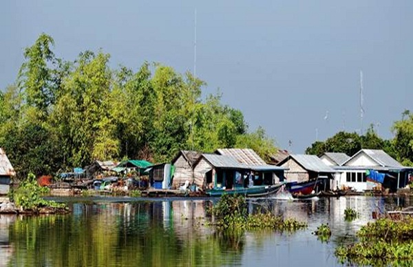 Prek Toal Bird Sanctuary covers 31,282 hectares at the northwest tip of the Tonle Sap Lake