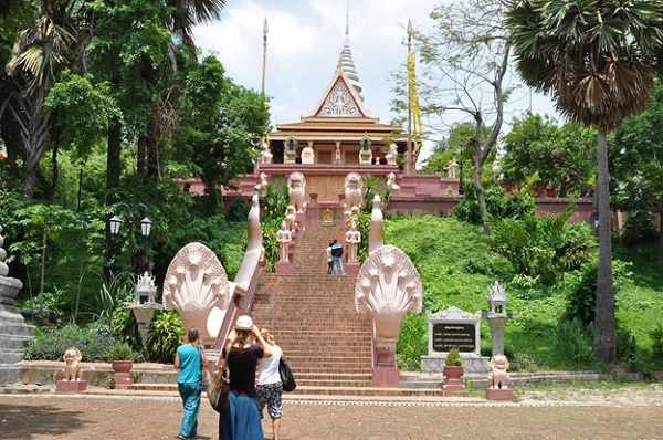 Way to Wat Phnom