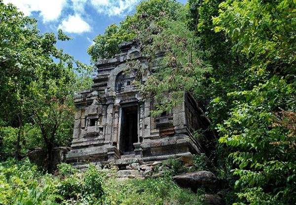 Phnom Da features in very green