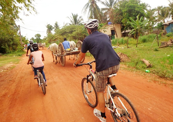 Cycling around the town is one of the best things to do to fully explore Siem Reap