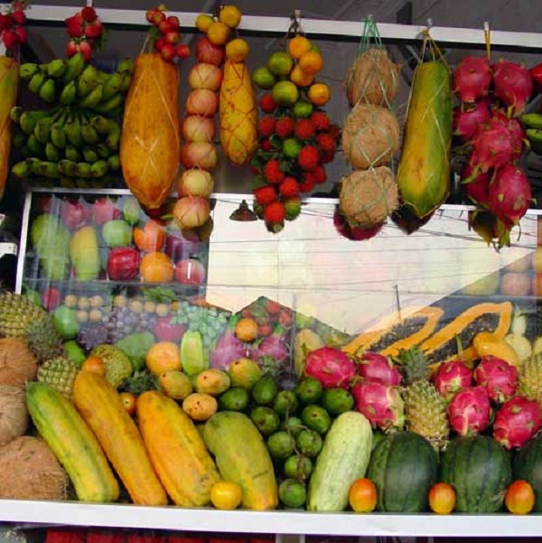 Colorful fresh fruits amaze people's taste in Phnom Penh