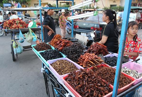 Street food is very popular in Phnom Penh