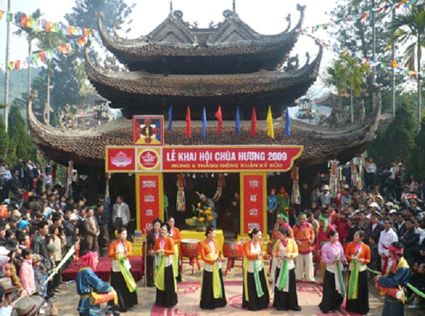Huong Pagoda festival
