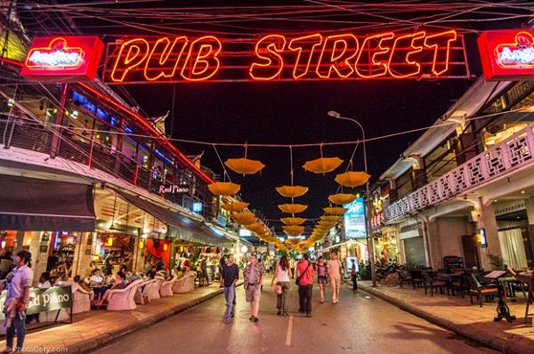 Pub Street is very crowd at night in Siem Reap