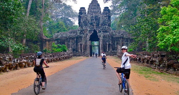 Riding a bicycle is a great choice to discover Siem Reap