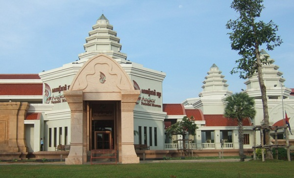 National Museum of Cambodia contains many valuable artifacts