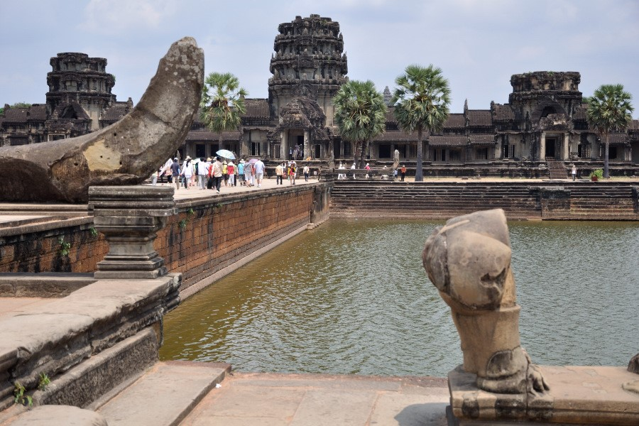 Discover and take photo of the temples of Angkor