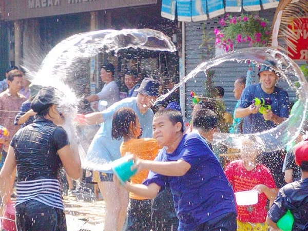 Tourists and local people are eager in Water festival together in Cambodia