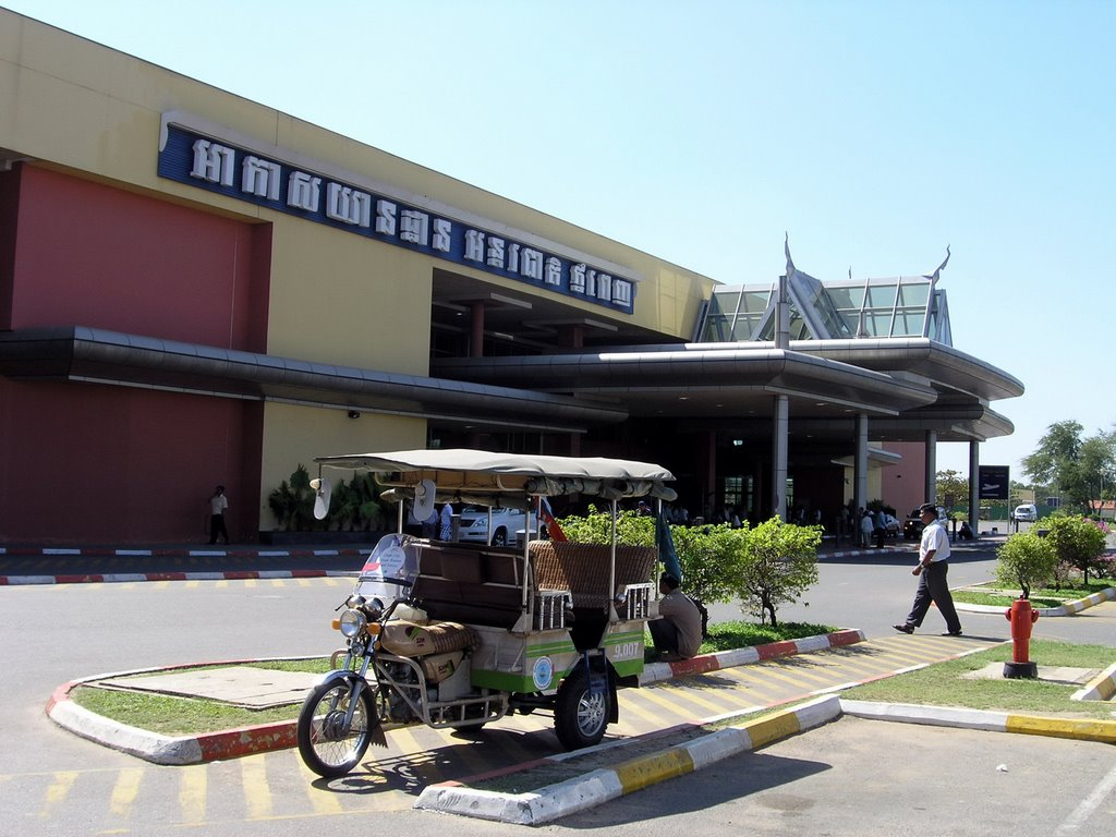 Travel from airport into Phnom Penh