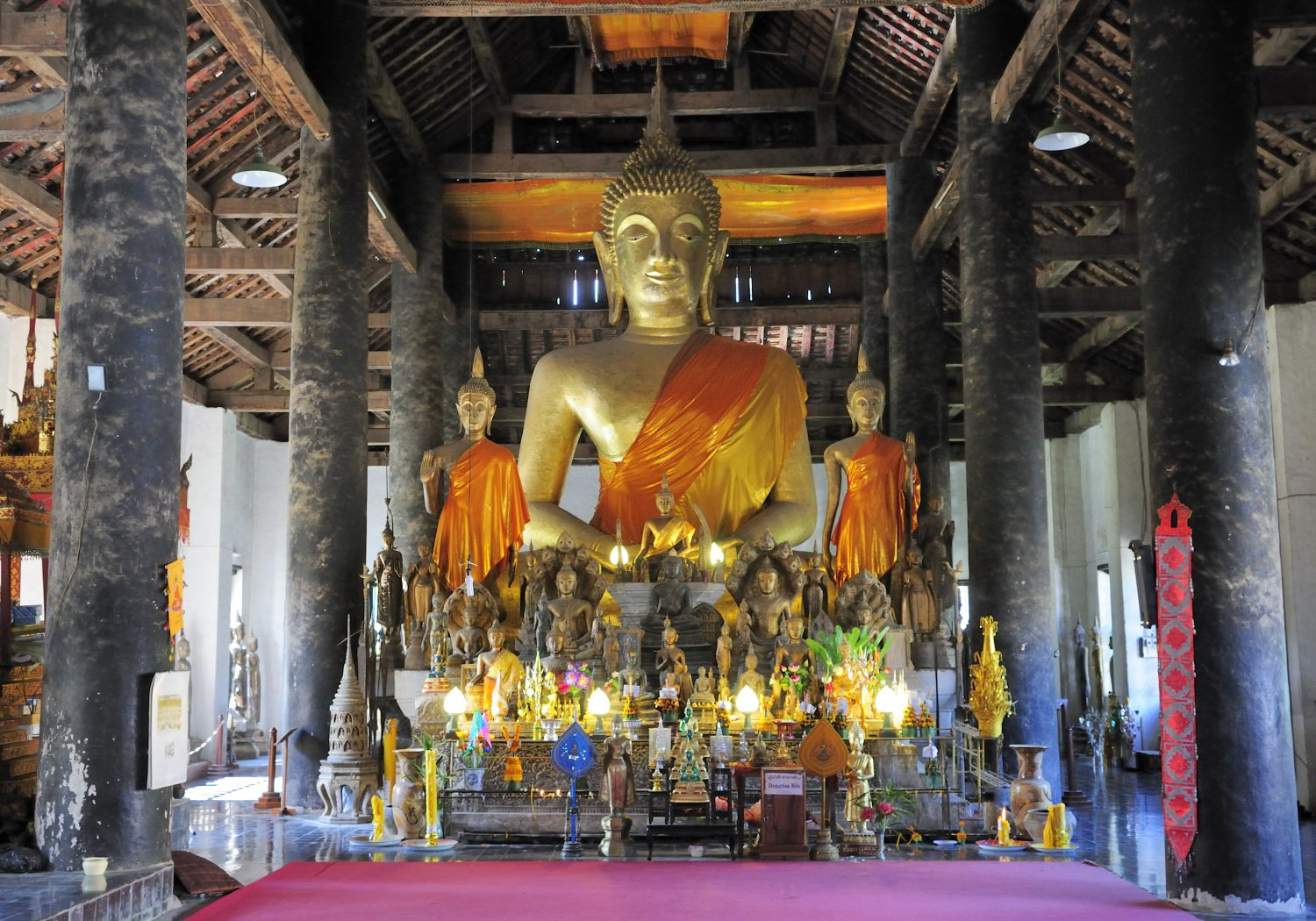 A enormous Buddha image inside the temple