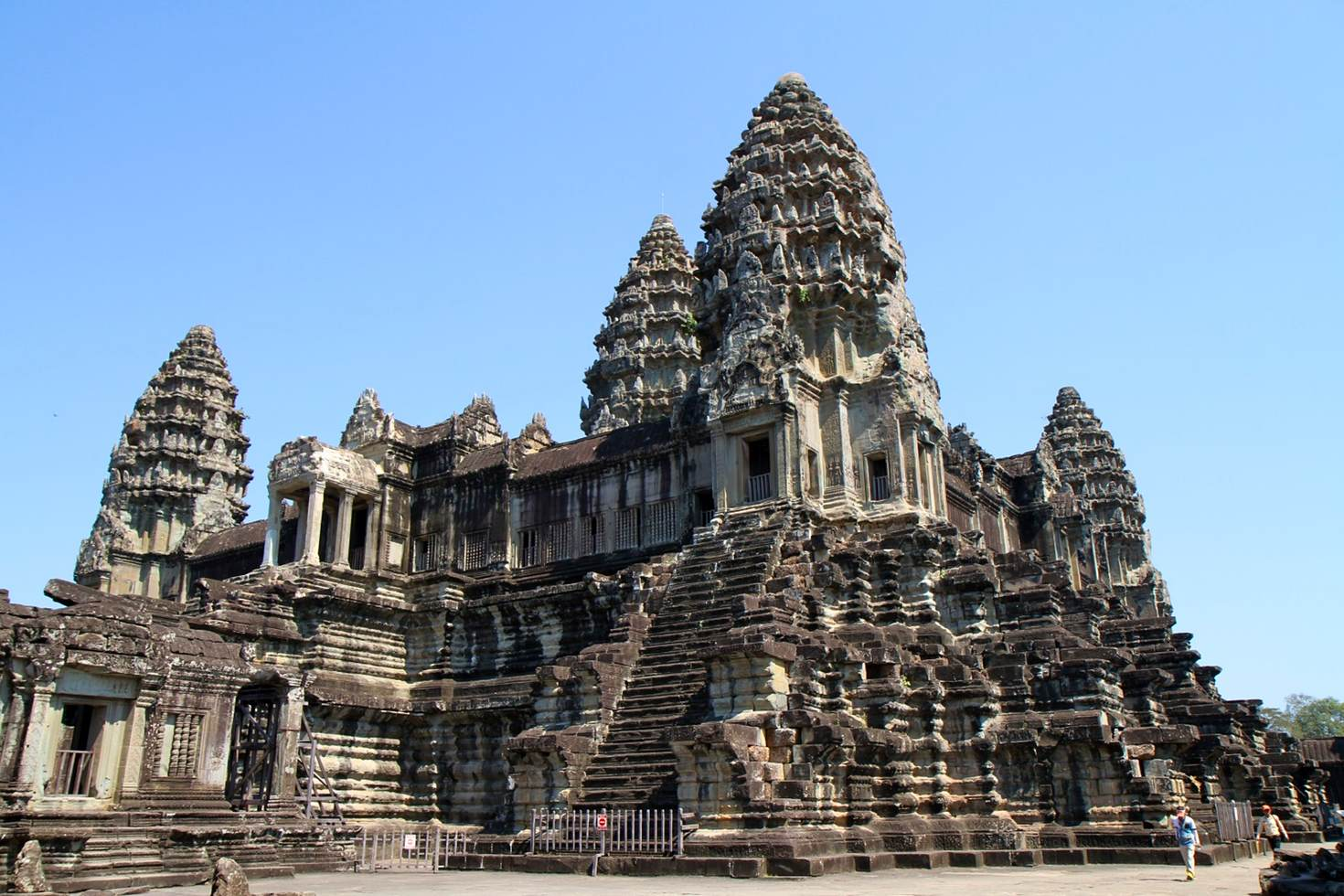 An impressive façade of Angkor Wat