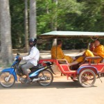 Hire a tuk tuk driver to travel to Angkor Wat