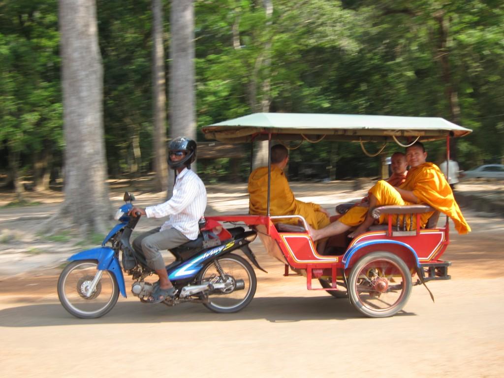 Hire a tuk tuk driver to travel to Angkor Wat