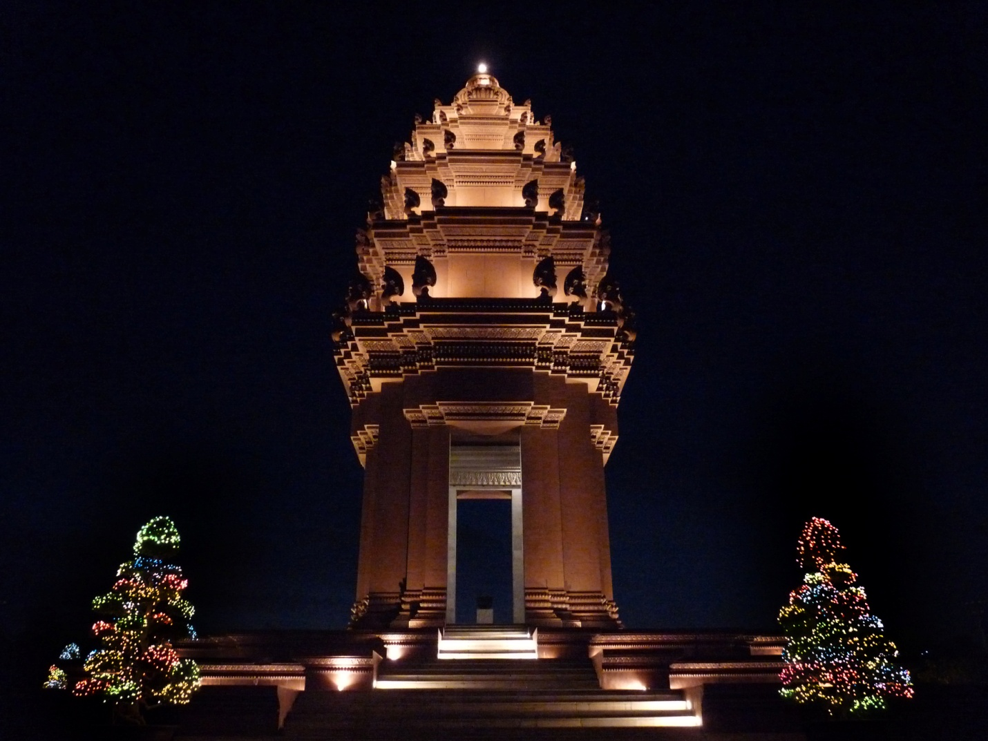 Independence Monument at night