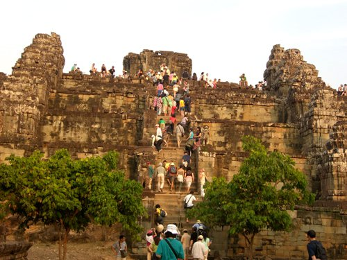 People climb up to the top of Phnom Bakheng to admire nice scene