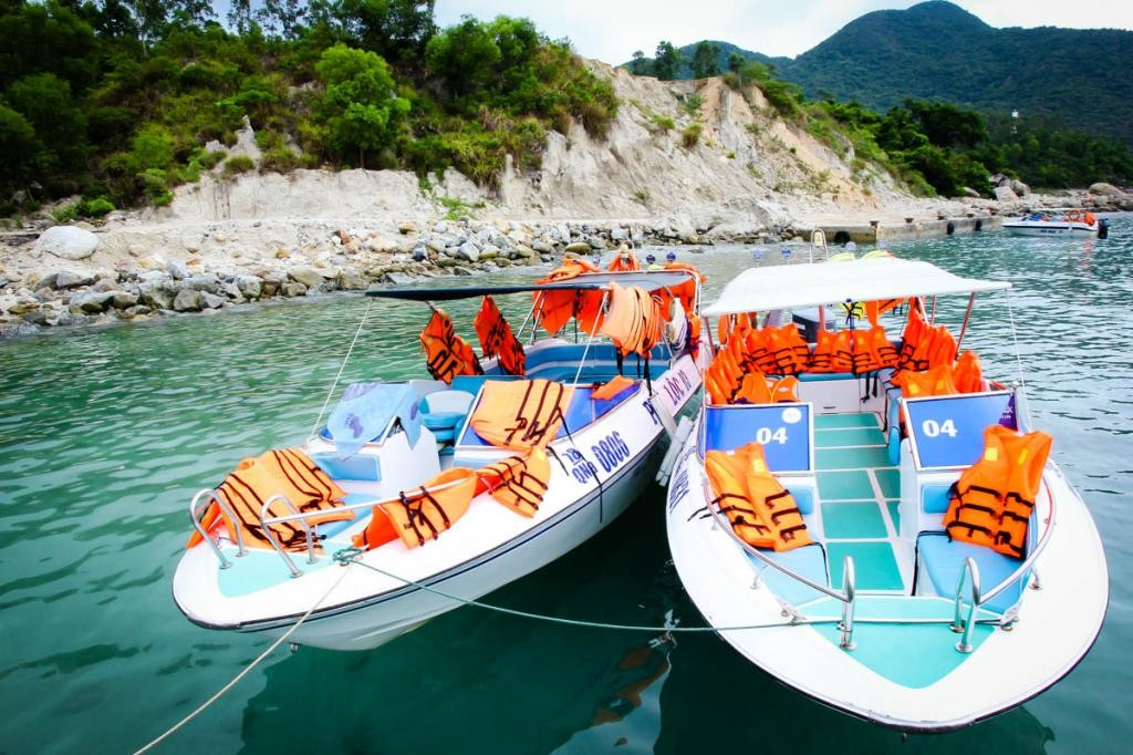 How to get to Cham Island