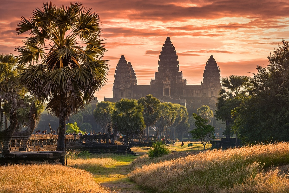 Plan a trip from Phnom Penh to Siem Reap by bus