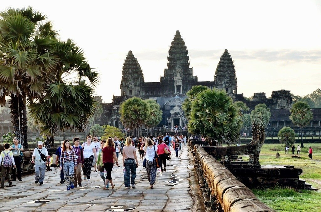 The Angkor Wat welcomes a large number of travelers all year around