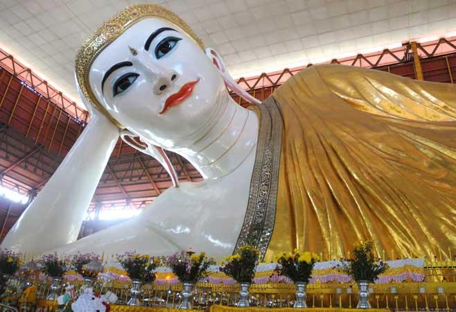 Reclining Buddha, Chaukhtatgyi Pagoda, Yangon