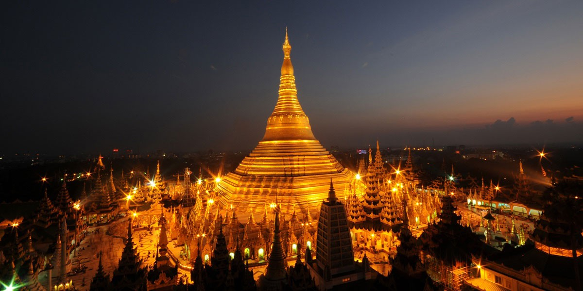 The magnificent beauty of Shwedagon Pagoda at night