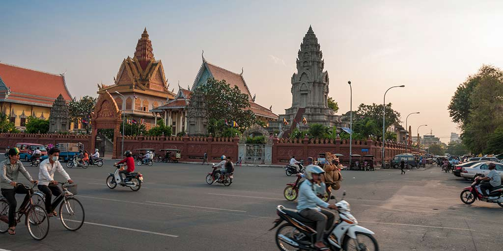 How to avoid crime and tuk tuk scams in Cambodia?