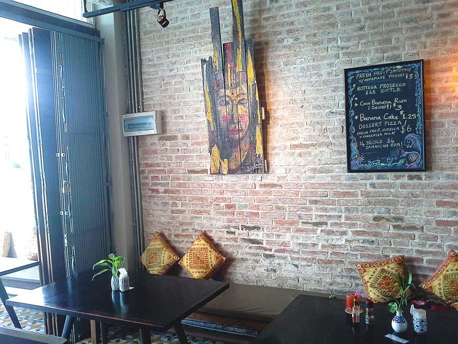Lotus-bar-&-gallery-Battambang