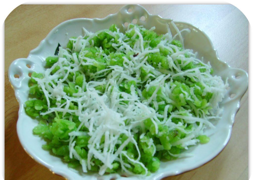 Flat green rice cake