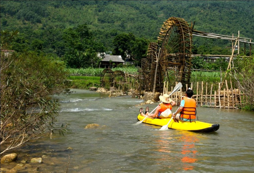 Kayaking in Pu Luong