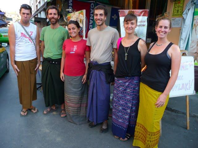 Tourists follow the Myanmar traditional fashion