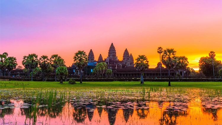 The beauty of Angkor Wat in early sunrise time