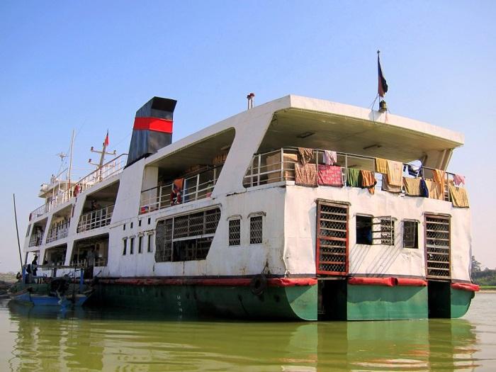 A slow boat from Bhamo to Mandalay