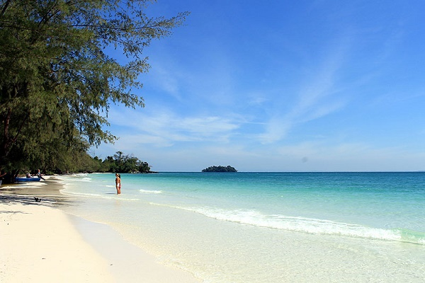The clear emerald water in Koh Long Island