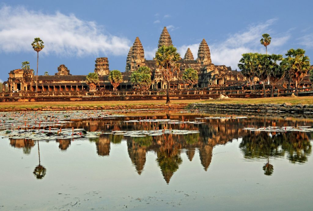 Angkor Wat shows its beauty on the lake at the front