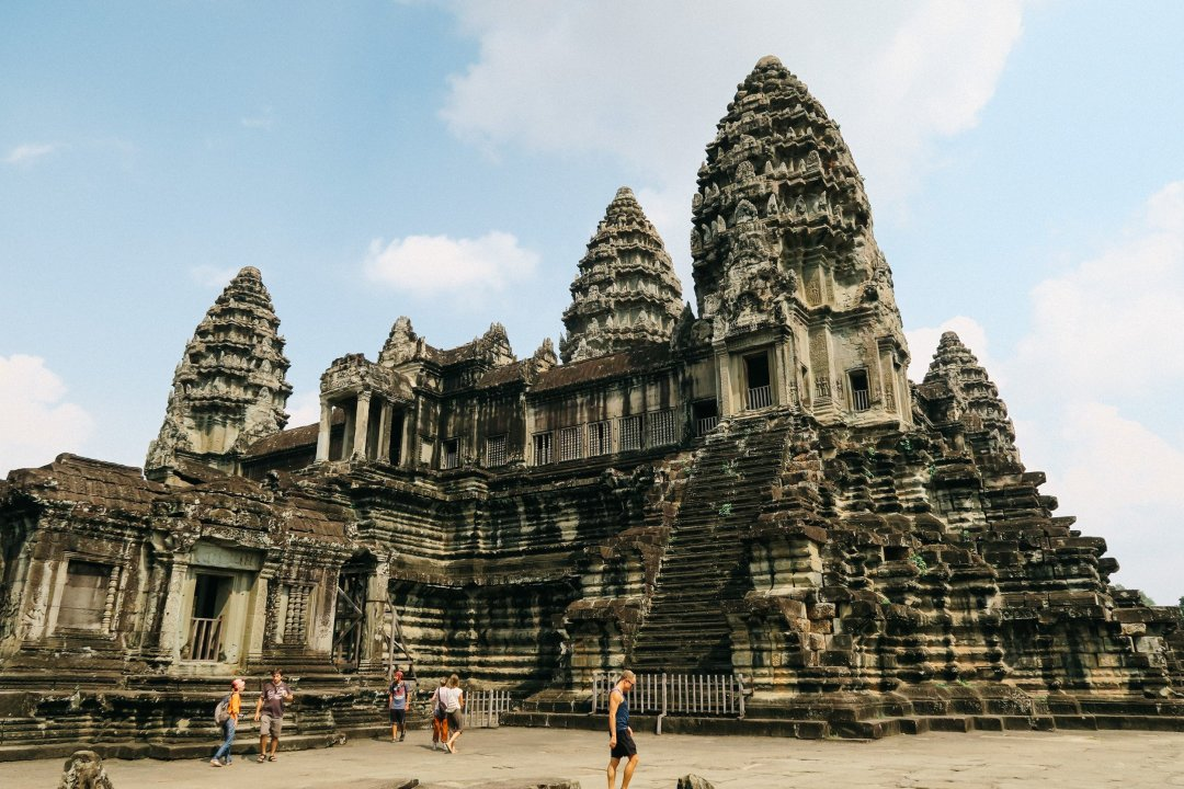 how to get to angkor wat from phnom phen